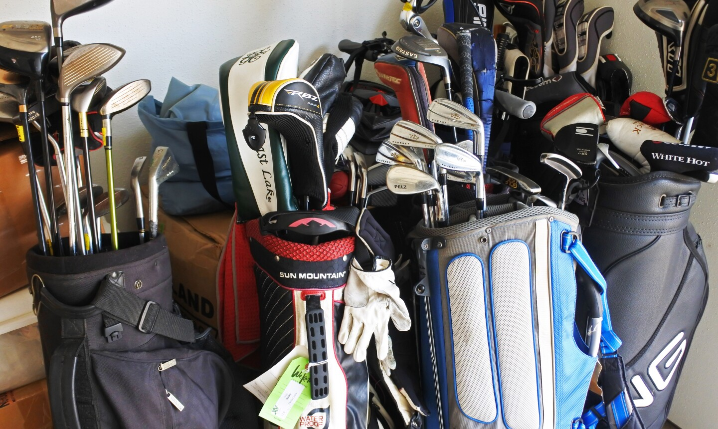 De clutter and sell used golf clubs and equipment