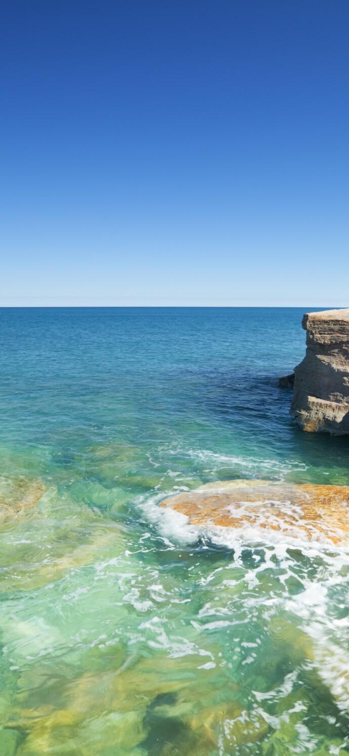 Red coastal cliffs at Gantheaume Point, Broome, Western Australia